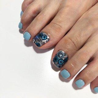 お客様が可愛いと言っていたマリメッコの柄を描いてみました♪ ありがとうございました♪ #オールシーズン #成人式 #フット #フラワー #水色 #ブルー #couturie_re #ネイルブック