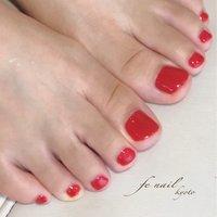 ☆フットネイル☆ オレンジ系の赤。 ワンカラーがカッコイイ。 角質ケアで爪周りも柔らかく。 #オールシーズン #リゾート #女子会 #フット #シンプル #ワンカラー #レッド #ジェル #お客様 #fenail #ネイルブック