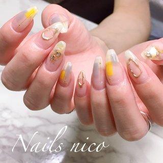#ブロッキングネイル #夏 #ニュアンス #グレー #イエロー #シェルストーン #ミラー #水戸市ネイル&スクール Nails nico #ネイルブック