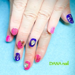 オリエンタルなボタニカル柄◆ピンク×紫のベリーダンスネイル  DANA nailでは、充分な換気、加湿、消毒を行っております。プライベートな自宅ネイルサロンのため、他のお客様と重なることはございません。  気分をあげたいと、ピンクと紫でオリエンタルな配色。 エジプトからもらったとおっしゃるカーペットのボタニカルな柄を再現してみました。 (パラジェル+1,000 次回以降オフ/リペア代無料)  #Dananail #横浜ネイルサロン #日ノ出町ネイルサロン #桜木町ネイルサロン #パラジェル #パラジェル登録サロン横浜 #パラジェルフィルイン #フィルイン #ネイルケア #美爪育成 #30代ネイル #40代ネイル #50代ネイル #大人かわいいネイル #ベリーダンスネイル #ベリーダンサーネイル #オリエンタルネイル #オールシーズン #ライブ #女子会 #ハンド #ワンカラー #ビジュー #エスニック #ピンク #パープル #ジェル #お客様 #藤原 美奈 DANA nail #ネイルブック