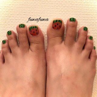 🍉foot👣. . . #fuwafuwa #すいか🍉 #スイカネイル #footnail #foot #summer #summernails #海 #スイカ #関内 #関内ネイルサロン #桜木町 #チワワ #日本大通り #チワワのいるサロン #駅近ネイルサロン #夏 #海 #リゾート #フット #レッド #グリーン #ブラック #fuwafuwa-takako #ネイルブック