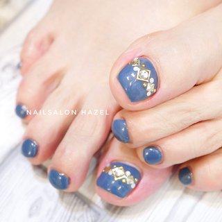 スモーキーブルー*foot #フット#青#スモーキーカラー #ブルー#豊橋豊橋ネイル#豊橋ネイルサロン#ビジュー #シンプル#上品 #オールシーズン #フット #シンプル #ビジュー #ブルー #ペディキュア #お客様 #Nailsalon_Hazel #ネイルブック