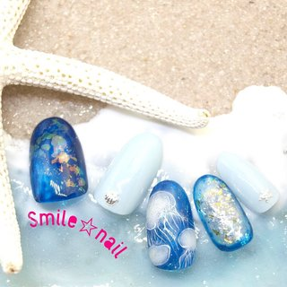 大田原定額ネイルサロン Smile☆nailのyukariです(*^^*) 夏っぽく、クラゲネイル🌊 蓄光ジェルで光ります✨ 深海をイメージして、深めのブルーで仕上げました❣️  使用カラー➡️L918 ムーンライトイエロー  ☆,。・:*:・゚'☆,。・:*:・゚'☆,。・:*:・゚' ご予約は#ネイルブック 又は プロフィールのURLから☆ 是非【Nail book】アプリをご利用下さい❤️ ☆,。・:*:・゚'☆,。・:*:・゚'☆,。・:*:・゚' ラクマでピアス ミンネでネイルチップを販売してます ٩( ᐛ )و  ネイルチップ→ミンネ https://minne.com/5116ykr (スマイルネイルで検索‼︎) ピアス→ラクマ https://fril.jp/shop/Smile_bijou (スマイルビジュー ネイリストで検索‼︎)  ☆,。・:*:・゚'☆,。・:*:・゚'☆,。・:*:・゚' #smilenail #スマイルネイル #大田原市ネイルサロン #大田原市ネイル #大田原ネイルサロン #大田原ネイル #大田原定額ネイル #那須塩原ネイル #那須塩原ネイルサロン #ネイルサロン #西那須野ネイルサロン #お洒落ネイル #個性派ネイル #派手カワネイル #オーダーチップ #nailpicbeaut #美爪 #ミンネ #minne #nailbook #ネイリスト仲間募集 #ネイル好きな人と繋がりたい #夏ネイル #ソフィラジェル #sofirahgel #sofirah公式アンバサダー応募 #クラゲネイル #くらげネイル #深海ネイル #海ネイル #蓄光ネイル #蓄光ジェル #夏 #海 #リゾート #女子会 #ハンド #ホログラム #ラメ #シェル #シースルー #スターフィッシュ #ミディアム #ホワイト #水色 #ブルー #ジェル #ネイルチップ #Smile☆nail #ネイルブック