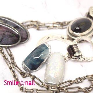大田原定額ネイルサロン Smile☆nailのyukariです(*^^*) 大好きな天然石ネイル✨ フローライトとオパールをイメージしました👀 蓄光ジェルで光ります⭐️  使用カラー➡️L918 ムーンライトイエロー L917 ムーンライトブルー L919 スターダストブルー L910 メタリックライナー シルバー ☆,。・:*:・゚'☆,。・:*:・゚'☆,。・:*:・゚' ご予約は#ネイルブック 又は プロフィールのURLから☆ 是非【Nail book】アプリをご利用下さい❤️ ☆,。・:*:・゚'☆,。・:*:・゚'☆,。・:*:・゚' ラクマでピアス ミンネでネイルチップを販売してます ٩( ᐛ )و  ネイルチップ→ミンネ https://minne.com/5116ykr (スマイルネイルで検索‼︎) ピアス→ラクマ https://fril.jp/shop/Smile_bijou (スマイルビジュー ネイリストで検索‼︎)  ☆,。・:*:・゚'☆,。・:*:・゚'☆,。・:*:・゚' #smilenail #スマイルネイル #大田原市ネイルサロン #大田原市ネイル #大田原ネイルサロン #大田原ネイル #大田原定額ネイル #那須塩原ネイル #那須塩原ネイルサロン #ネイルサロン #西那須野ネイルサロン #お洒落ネイル #個性派ネイル #派手カワネイル #オーダーチップ #nailpicbeaut #美爪 #ミンネ #minne #nailbook #ネイリスト仲間募集 #ネイル好きな人と繋がりたい #夏ネイル #ソフィラジェル #sofirahgel #sofirah公式アンバサダー応募 #天然石ネイル #アクセサリーネイル #蓄光ネイル #ジュエリーネイル #蓄光ジェル #夏 #デート #女子会 #ハンド #アンティーク #大理石 #マーブル #ミディアム #ホワイト #グリーン #メタリック #ジェル #ネイルチップ #Smile☆nail #ネイルブック