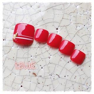 シンプルワンカラー✨ ポイントアートはラインをプラス✨  #フット #ペディキュア#赤ネイル #シンプルデザイン#ワンカラー #オールシーズン #海 #リゾート #浴衣 #フット #シンプル #ワンカラー #ショート #レッド #ペディキュア #ネイルチップ #しむら ゆうこ #ネイルブック