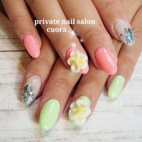 private nail salon cuora❤️#プルメリアネイル#光るcuora #夏 #海 #リゾート #女子会 #ハンド #フラワー #ピーコック #ミディアム #ホワイト #イエロー #グリーン #ジェル #お客様 #Cuora❤ #ネイルブック