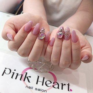 埋め尽くしにハートも入れとても可愛いです♡  #埋め尽くしネイル  #ネイル  #ネイルデザイン  #ネイルアート  #nail  #nails  #naillove  #nailstagram  #naildesigns  #nailartist  #nailsalon  #nailstyle #オールシーズン #ハンド #ラメ #ビジュー #パール #ハート #ミディアム #ピンク #ジェル #お客様 #PinkHeart #ネイルブック