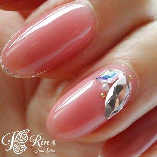 コーティング無しSWAROVSKIの美しさ。 カラーは新色のmao gelです✨ #夏 #オールシーズン #ブライダル #デート #ハンド #シンプル #ラメ #ワンカラー #ビジュー #ミディアム #ピンク #オレンジ #パステル #ジェル #セルフネイル #Rin-nail #ネイルブック