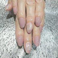 とてもきれいな手指、お爪が本当に羨ましい…。 モーブカラーがとてもお似合いでした\♡/ いつもご来店ありがとうございます(♡ᴗ͈ˬᴗ͈)⁾⁾⁾ #夏 #ハンド #ラメ #大理石 #ショート #ホワイト #ピンク #シルバー #ジェル #お客様 #feliz_nail #ネイルブック