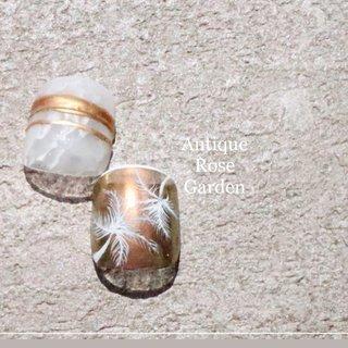 清涼感たっぷりの透け感! ガラスの様な大理石に指輪をはめた感じ☺️ 夏らしくヤシの木を生やして🌴 #フット #夏 #ホワイト #ゴールド #夏ネイル #大人ネイル #ニュアンス #ネイルチップ #ミラー #夏 #旅行 #海 #リゾート #フット #大理石 #たらしこみ #ニュアンス #ボタニカル #ミラー #ショート #ホワイト #ゴールド #ジェル #ネイルチップ #Antique Rose Garden #ネイルブック