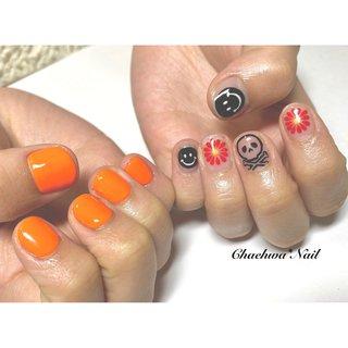オレンジ×クリアon手書きアート♡ . アシンメトリー! クリアonアートは夏らしい〜 . #nails #naildesign #nailart #orange #painting #asymmetry #summer #art #smile #chaehwanail #ネイル#ネイルデザイン #アシンメトリーネイル #オレンジ #クリアネイル #手書き #スマイル #フラワーネイル #カラー #ジェルネイル #川崎ネイルサロン #川崎 #ドクロネイル #네일#네일아트#네일스타그램 #젤네일 #여름 #꽃 #美甲 . . . ご予約は↓からお願いします! *ネイルブックネット予約(プロフィールのURLから予約可能!) . お問い合わせは↓からお願いします! *LINE@ : @chaehwa_nail(@から検索) *Instagram DM : @chaehwa_nail . ご連絡お待ちしております(*´꒳`*)♪ Chaehwa*Nail #オールシーズン #ライブ #ハンド #ワンカラー #フラワー #痛ネイル #キャラクター #ショート #クリア #オレンジ #ブラック #ジェル #お客様 #chaehwa_8127 #ネイルブック