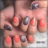 . ✴︎ summer nail ✴︎ . used color ⁑ アンティークネイビー×1、ブラッドオレンジ(clear)、アートホワイト、エッグイエロー、メタリックゴールド . 6art . #夏 #七夕 #浴衣 #フラワー #nailr∞m35 #ネイルブック