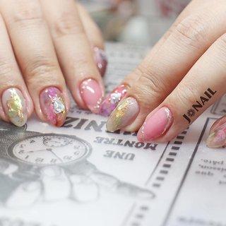"""•ノーマルコース❁︎•  ピンク系でシェルを❁︎とのご要望( ¨̮ ) ピンクをメインに そして反対色の緑をミラーで少し❁︎ シェルが映えるように♥  いい感じに仕上がりました♡♡  お気に召されたようで♥♥♥  ご予約はDM.LINE.Nailie.Nailbookにて受け付けております*˙︶˙*)ノ""""  @agehanails  @agehagel  @presto_official_nl   #GEL#GELNAIL##gel#gelnail #agehagel#Prestogel #naildesign#nailart #ジェル#ネイル#ジェルネイル#ネイルアート#シェルネイル#ピンクネイル#ニュアンスネイル#ミラーネイル #いいね#フォロー#し放題 #女子#女子力 #モチベーションアップ #テンションあがるッ!! #大阪ネイル#堺市ネイル#堺市西区ネイルサロン #J❁︎NAIL #夏 #海 #リゾート #浴衣 #ハンド #ホログラム #シェル #ニュアンス #ホイル #ミラー #ミディアム #ピンク #シルバー #カラフル #ジェル #お客様 #★ぢゅん★ #ネイルブック"""