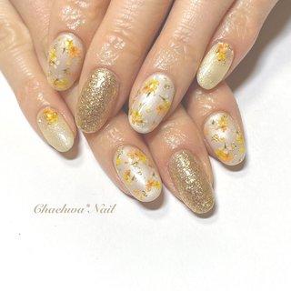イエロー×ドライフラワー♡ . サンプルデザインから お色変更して黄色とオレンジのお花に♪ ベースのパールホワイトとの マッチ具合が抜群(о´∀`о) めっちゃ可愛い〜♡!! いつもありがとうございます♡ . #nails #naildesign #nailart #likeforlikes #instagram #yellow #flowers #art #dryflower #chaehwanail #ネイル#ネイルデザイン #イエローネイル #ドライフラワー #押し花ネイル #大人可愛い #パールホワイト #フラワーネイル #ジェルネイル #神奈川 #川崎ネイルサロン #川崎 #손스타그램 #귀여운 #네일#네일아트#네일스타그램 #젤네일 #꽃 #美甲 . . . ご予約は↓からお願いします! *ネイルブックネット予約(プロフィールのURLから予約可能!) . お問い合わせは↓からお願いします! *LINE@ : @chaehwa_nail(@から検索) *Instagram DM : @chaehwa_nail . ご連絡お待ちしております(*´꒳`*)♪ Chaehwa*Nail #春 #夏 #デート #女子会 #ハンド #ラメ #ワンカラー #フラワー #押し花 #ミディアム #ホワイト #イエロー #ゴールド #ジェル #ネイルモデル #chaehwa_8127 #ネイルブック