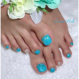 . O様✨ フットネイル👣はお色で勝負❣️ 鮮やかなペパーミントグリーン?ブルー?とにかく綺麗なお色🎨 夏のイチオシcolorです🤗 爽やかな風が吹き抜けるような美しい色が目👀を惹きます💕 同系色のシェルとシルバーヤーンで可愛く飾れば、スッキリした中にもお洒落感漂うSummer🌴Nailの完成です😉 . #ネイル #ネイルデザイン #フットネイル #夏 #夏ネイル #ペパーミントグリーン #ターコイズブルー #爽やか #夏フットネイル #長岡京市ネイルサロン #夏 #旅行 #海 #パーティー #フット #ラメ #シェル #ショート #ターコイズ #ブルー #シルバー #ジェル #お客様 #lunanail2018 #ネイルブック