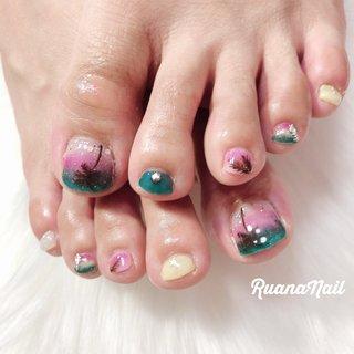 ↞ ↞お客様nail↠ ↠ . . foot nail👣 . . .めちゃめちゃ夏ー‼︎なデザイン🌴 .クリア感が可愛いです💕 .  南河内郡太子町山田𓆸 . ☾9:30〜17:00(最終受付15:00) . . ☾NailBook からのご予約OK𖤐𖤐 . . ☾DMからのご予約OK𖤐𖤐 . . ✯ ✮ ✵ ✮ ✷ ☽ ⋆ ꙳ ✰ ★ ✬ ⋆ ꙳ #nail#nails#nailart#NAIL#galnail#winternails#nail#nailstagram#footnail#2020#summernails#プライベートネイルサロン#自宅サロン#キッズスペースあり#ママネイリスト#ヤシの木ネイル#ボタニカルネイル#フットネイル#夏ネイル#個性派ネイル#ネイルサロン#ネイルデザイン#太子町ネイル#南河内 #南河内ネイルサロン #富田林ネイル#太子町#河南町#富田林#羽曳野#藤井寺市 #夏 #海 #リゾート #浴衣 #フット #ラメ #グラデーション #トロピカル #マリン #ピンク #イエロー #水色 #ジェル #ruananail ルアナネイル #ネイルブック