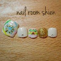 ふんわりエスニックなデザインです☆ 梅雨明けしてから9月下旬まで楽しめますよ(〃^ー^〃) #夏 #フット #エスニック #ショート #カラフル #ジェル #ネイルチップ #nail-room-shien #ネイルブック