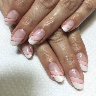 ベビーピンクとホワイトの斜めダブルフレンチ(≧∇≦) #ハンド #変形フレンチ #ミディアム #ピンク #ジェル #hhr999 #ネイルブック