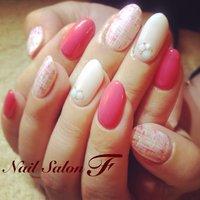 ホワイト多めのツィード♡ 明るいピンクがアクセントに! #fumi #ネイルブック