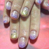 紫ラメグラデ、1本だけゴールドで星が入っています #ハンド #ラメ #パープル #ジェル #お客様 #KanrnK #ネイルブック