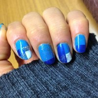久々のネイル♥︎♥︎ 安定感を持たせる二色のブルーに ハイライトちょっといれました☻ #ブルー #rn_kk09 #ネイルブック