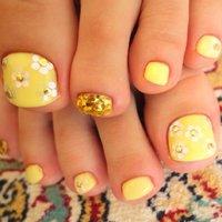 Milky flower nail #デート #ホログラム #イエロー #Mai #ネイルブック
