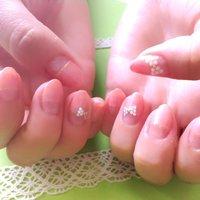 薬指はホワイトオパール、親指はパールです(*^^*) #オフィス #ハンド #変形フレンチ #ベージュ #saaaatomun #ネイルブック