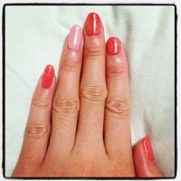 オレンジピンクのワンカラーにゴールドラメで久しぶりのシンプルネイル♪ #ハンド #ワンカラー #ピンク #ayukapin #ネイルブック
