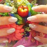ホワイトグラデーションに、丸ホロのお花です。 #ハンド #グラデーション #ホワイト #セルフネイル #otape0711 #ネイルブック