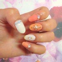 オレンジ×ピンク×ホワイトの春カラー♡上品なエスニック風(*^^*) #エスニック #オレンジ #ジェル #rinpkr #ネイルブック