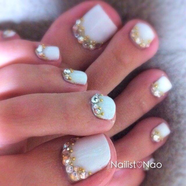 My foot♡#cucuペディ #フット #ホワイト #ジェル #Nail studio*cucu #ネイルブック