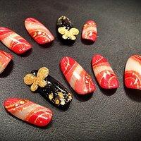 成人式ネイルチップ ジェルで作ったゴールドの蝶がポイント #成人式 #和 #レッド #antique_ena #ネイルブック