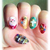 左手♡ 一週間以上たってるから汚くてごめんなさい(-。-; #クリスマス #ハンド #カラフル #マニキュア #セルフネイル #Hitomi Ohyama #ネイルブック