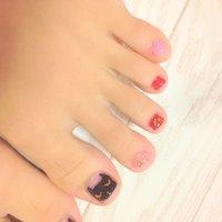 親指を黒猫ネイルに♬ おメメ瞑ってます! #秋 #フット #変形フレンチ #ブラック #ジェル #セルフネイル #macaron10121 #ネイルブック