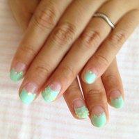 薬指に3Dの花をのせて、ょり夏っぽくなりました。 #ハンド #フレンチ #グリーン #お客様 #bataco1226 #ネイルブック