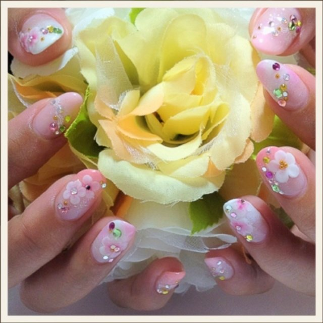 ピンク2色と白を使って可愛い系ネイル✨✨ #デート #ハンド #レース #ホワイト #ayakasm #ネイルブック