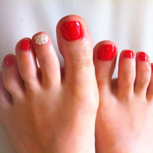 赤のペディ♡ #デート #フット #パール #レッド #ジェル #お客様 #ファレナ FALAiNA #ネイルブック