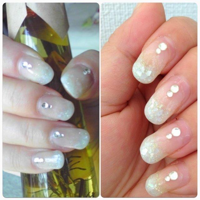 ミルクホワイトグラデにホワイトシェルを乗せて、ストーンを。ミルクホワイトグラデは手が綺麗に見えて好き #ハンド #グラデーション #ホワイト #ジェル #naokonnn #ネイルブック