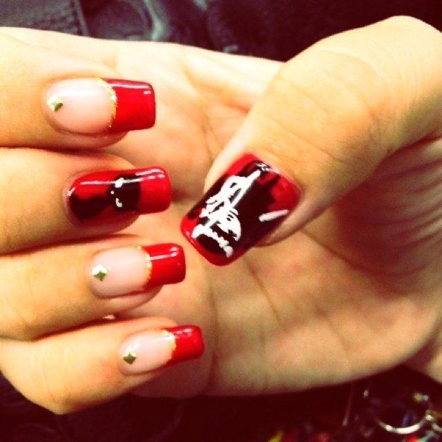 右手*赤フレンチ×アート  大好きなエミリーザ・ストレンジを描いてもらいました☆ #フレンチ #レッド #kyooonnn #ネイルブック