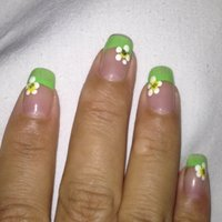 Green acrylic paint on the tip and flowers with rhinestones #ハンド #セルフネイル #_karla_jp #ネイルブック