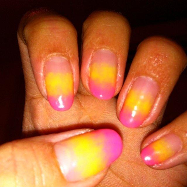 黄色とピンクのダブルグラデーション♡ なにか物足りない(。-_-。) #夏 #ハンド #グラデーション #ピンク #ジェル #セルフネイル #daiku0126 #ネイルブック