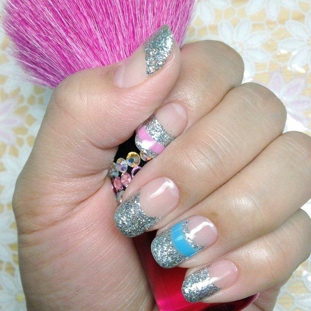 夏っぽくラメフレンチにしました☆ポイントにブルーとピンクのラインを入れました #フレンチ #シルバー #ジェル #セルフネイル #15_ark #ネイルブック