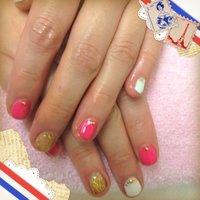ピンクのネオンカラー×ホワイト×ゴールド #お正月 #Suachan #ネイルブック