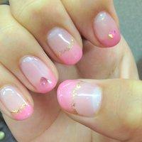 ネイル講習会でやってもらった。 フラミンゴっていうピンクのグラデーションにピンクのホログラム。 #ピンク #Natsuki Tsunoda #ネイルブック