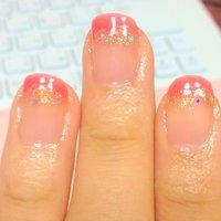 濃いめのピンクのフレンチをゴールドでなぞりました。 爪早くのびろー! #デート #フレンチ #ピンク #マニキュア #セルフネイル #miduki1012 #ネイルブック