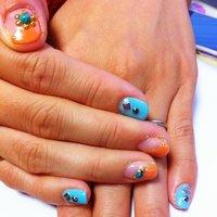 ターコイズ×オレンジのネイル 親指が可愛いので再アップ✨ #オレンジ #セルフネイル #aya_toraichi #ネイルブック