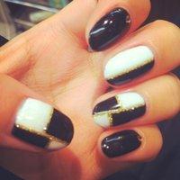 白、黒、ゴールド☆ #SaNIANGE_TiaRa #ネイルブック