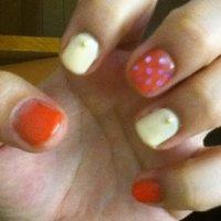 色が違って見えるけどピンクとヌーディー。ホロでドット #chachachaco #ネイルブック
