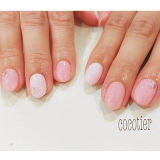pinkのワンカラー♡ #春 #オフィス #ブライダル #デート #ハンド #ワンカラー #ビジュー #ミディアム #ホワイト #ピンク #パステル #ジェル #お客様 #cocotier_naileyelash #ネイルブック