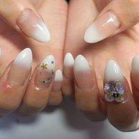スカルプチュア10本×グラデーション #ハンド #グラデーション #ミディアム #ホワイト #lovejewelry nail #ネイルブック